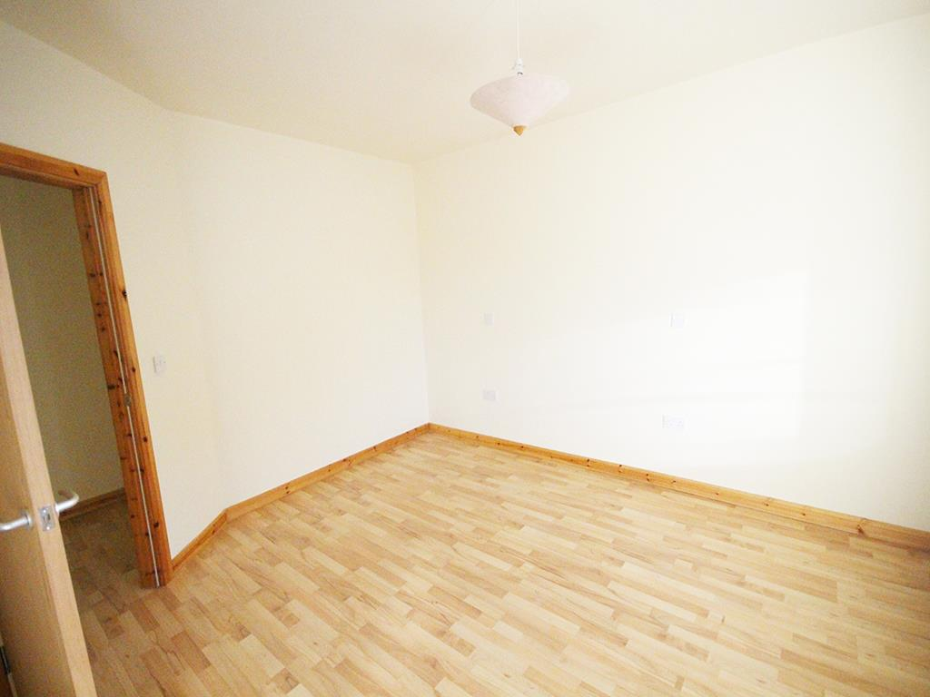 2 bedroom apartment For Sale in Colne - IMG_1344.jpg